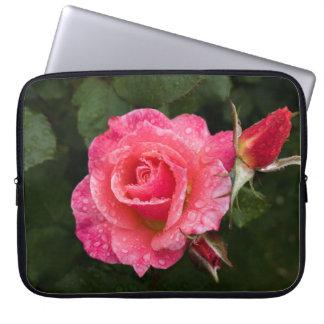 Rosa Rose mit Regentropfen-Laptop-Hülse Laptop Sleeve