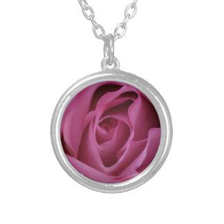 Rosa Rosen-Blumenblätter Versilberte Kette