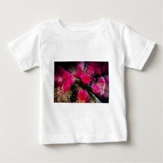 Rosa Rosen-Blumenstrauß-Explosion Baby T-shirt