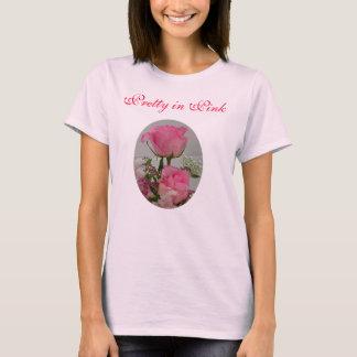 Rosa Rosen, hübsch im Rosa T-Shirt