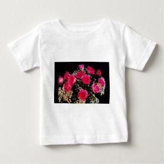 Rosa Rosen mit meiner ganzer Liebe Baby T-shirt