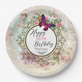 Rosa Schmetterling und schäbiger Vintager Pappteller
