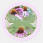 Rosa Schmetterlinge B der Blumen-n Runder Aufkleber