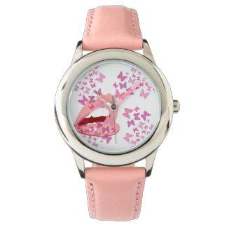 rosa Schmetterlingsküsse Uhr
