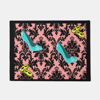 Rosa Schuhe der Fußmatte Türmatte