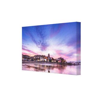 Rosa Sonnenuntergangreflexionen über Cromer Stadt Leinwanddruck