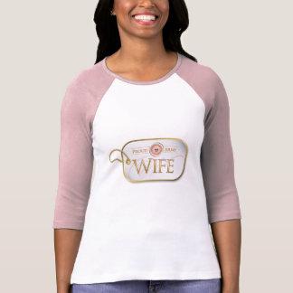 Rosa stolze Armee-Ehefrau T-Shirt