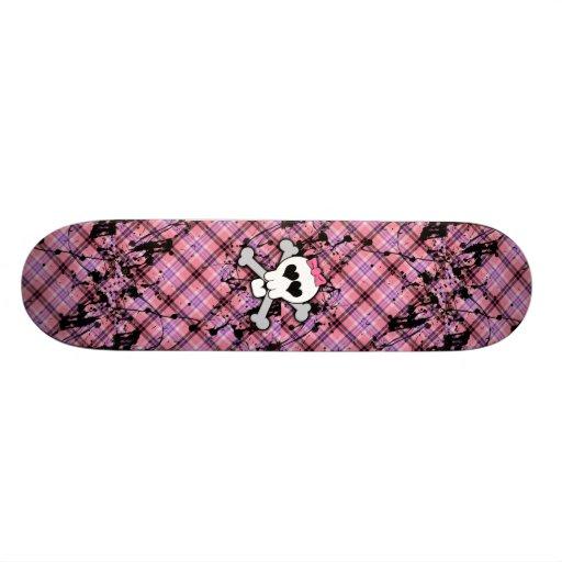 Rosa Totenkopf mit gekreuzter Knochen mit Herzen u Skateboard Bretter