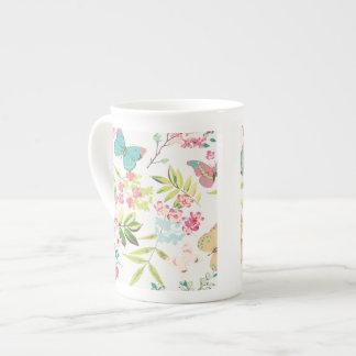 Rosa tropischer Schmetterlings-Girly Blumen-mit Porzellan-Tassen