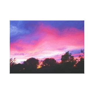Rosa und blauer Himmel am Leinwanddruck