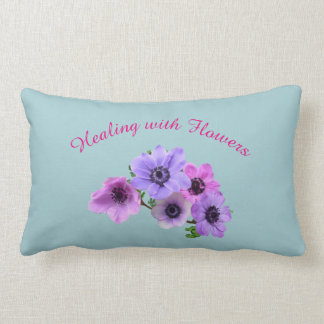 Rosa und blaues Heilen mit Blumen Anenome Entwurf Lendenkissen