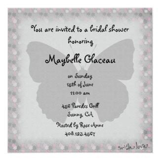 Rosa und graues Schmetterlings-Brautparty Quadratische 13,3 Cm Einladungskarte