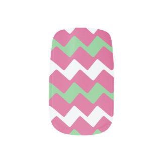 Rosa und grüne Zickzacke Minx Nagelkunst