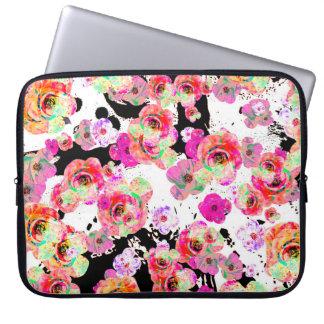 Rosa und korallenroter Frühling mit Blumen auf Laptopschutzhülle