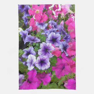 Rosa und lila Petunie-Blüte Geschirrtuch