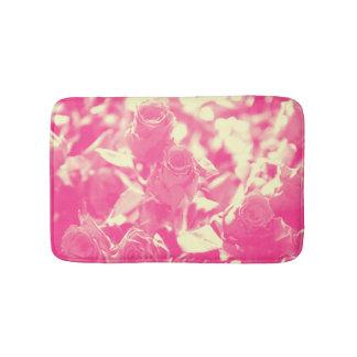 Rosa und weiche gelbe Rosen Badematte