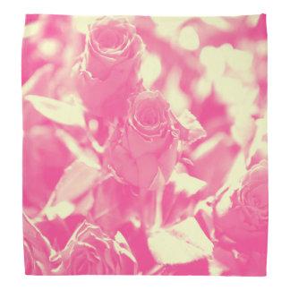 Rosa und weiche gelbe Rosen Halstuch
