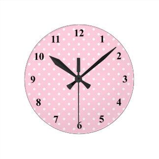 Rosa und weiße Tupfen-Wanduhr | kundengerecht Uhren