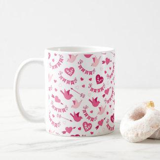 Rosa Valentinstag-Herz-Vogel-Pfeil-Muster Kaffeetasse