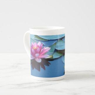 Rosa Wasser-Lilien Porzellantasse