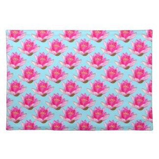 Rosa Wasser-Lilien-Wiederholungs-Blau-Hintergrund Tischset