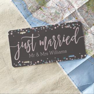 Rosa WatercolorConfetti, der gerade verheiratetes US Nummernschild