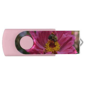 Rosa Zinnia- und Hummelbiene USB Stick