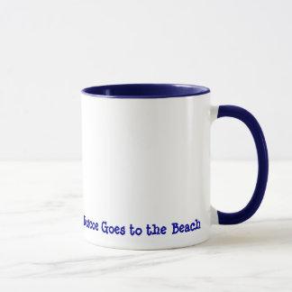 Roscoe geht zum Strand Tasse