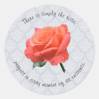 Rose über Spitze Runder Aufkleber