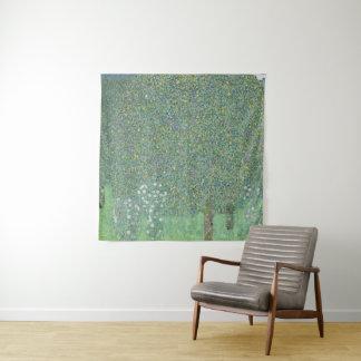 Rosebushes unter den Bäumen Gustav Klimt GalleryHD Wandteppich