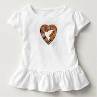 Rosen-Herzen und Tauben Kleinkind T-shirt