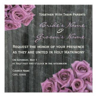 Rosen-und Barnwood Hochzeits-Einladung
