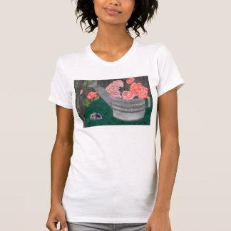 Rosen und das Bewässerungs-Dosen-Shirt durch Julia T-Shirt