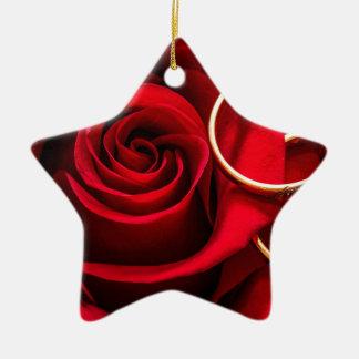 Rosen-und -hochzeits-Ringe des Valentines Tages Keramik Ornament