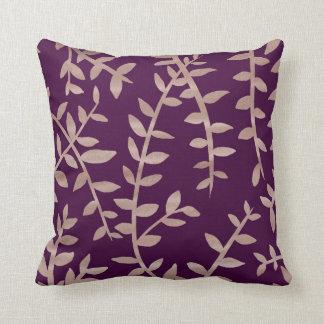 Rosengold und dunkles lila Blatt kopieren Kissen