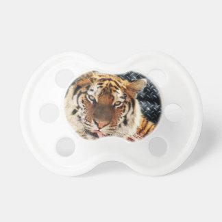 Rostiger MetallSchmutz-Tiger Schnuller
