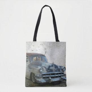 Rostiges altes antikes Auto Tasche