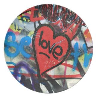 Rot gemalter Herz-Liebe Graffiti Flache Teller
