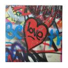 Rot gemalter Herz-Liebe Graffiti Fliese