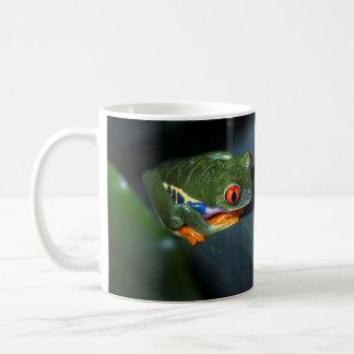 Rot mustert Frosch-Sitzen Kaffeetasse
