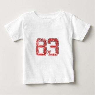 Rot trägt Jerzee Nr. 83 zur Schau Baby T-shirt