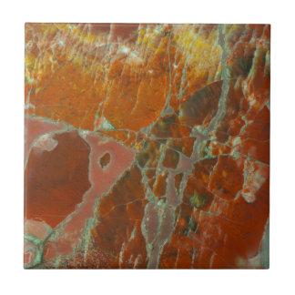 Rot und Goldversteinertes Holz Keramikfliese