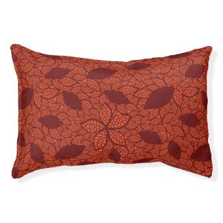 Rot verlässt Muster auf Orange Haustierbett