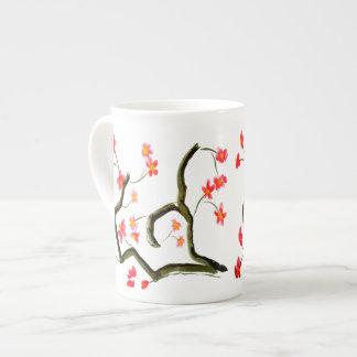 Rote Apple-Blütenshow auf a Porzellantasse
