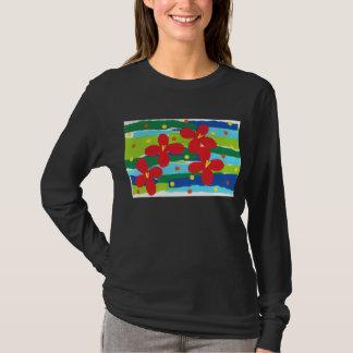 Rote Blumen-Collagen-langes Hülsen-T-Stück T-Shirt
