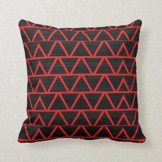 Rote Dreiecke w/Black Kissen