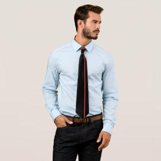 Rote dünne vertikale Linie CG auf Schwarzem Krawatte