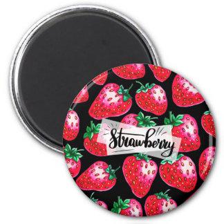 Rote Erdbeere auf schwarzem Hintergrund Runder Magnet 5,1 Cm