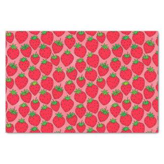 Rote Erdbeeren auf Rosa Seidenpapier
