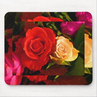 Rote gelbe Rose Mauspads